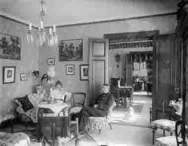 En familj i sitt hem kring 1915$