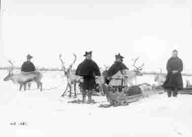 Samer tar rast vid norsk-finska gränsen år 1913.
