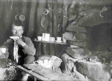 Interiör från Bogdanoffs kåta år 1905.