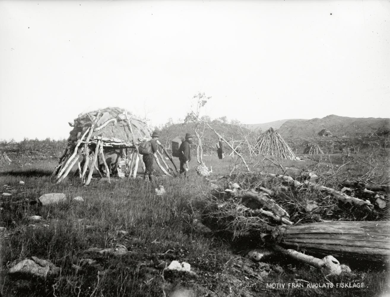 Motiv från Kuolats fiskeläge år 1910.