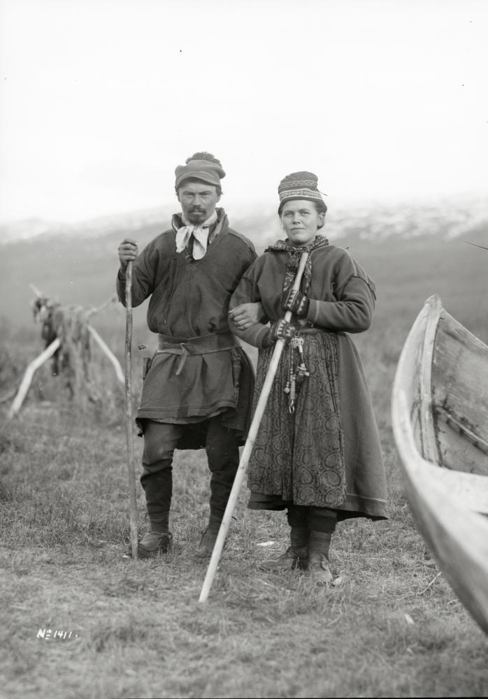 Samerna Alma Vaara och Lars Pingi fotograferade den 6 oktober 1911.