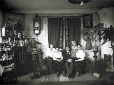 Familjegrupp i hemmet i Kiruna  20/10--1916.