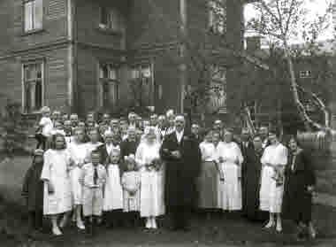Brudpar med brölopsgäster 1922