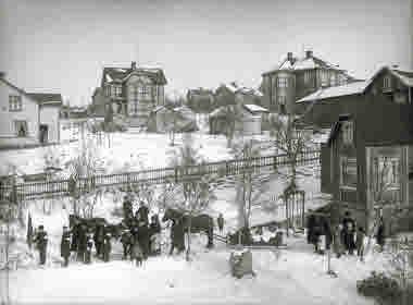 Begravningsfölje, kvarteret Trallen, omkring 1910.$ Korsningen Hantverkaregatan - Hermelinsgatan.