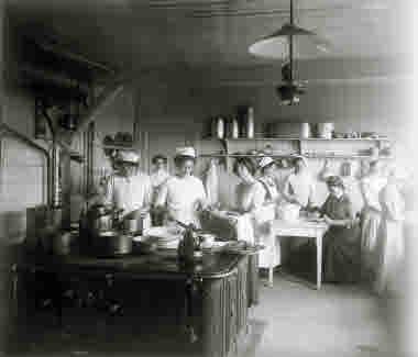I köket på Abisko Turiststation år 1910.