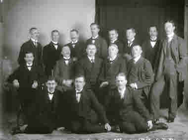 Atelje bild på en grupp herrar