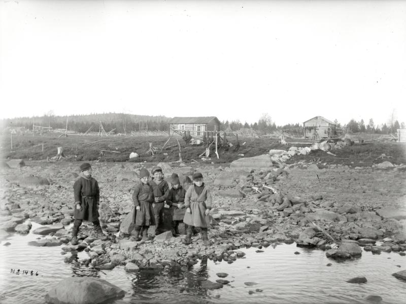 Barn i Ålloluokta år 1913.