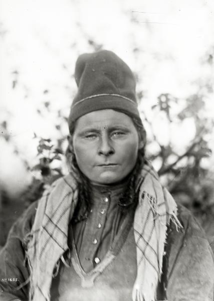 Porträtt av Inga Kajsa Kielattis, Sitojaure, 29 år den 2 juli 1918.